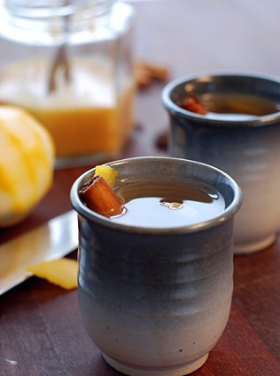 cardamom spiced mulled white wine